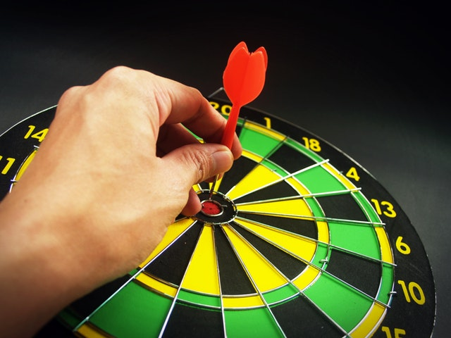 Arrow and dart - targeted SEO